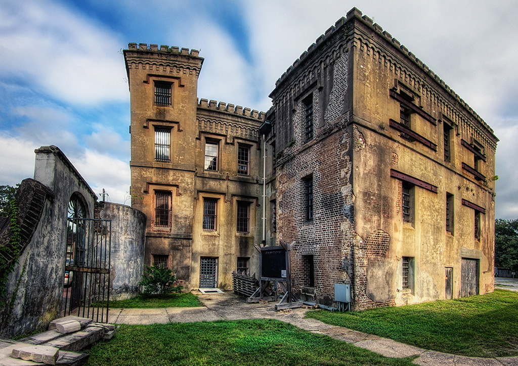 The Old Jail In Charleston Sc Is Rumored To Be Haunted And Held Criminals